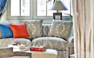Цветной диван в интерьере