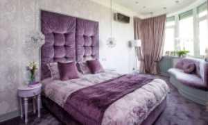 Фиолетовая кровать в интерьере