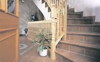 Плитка на ступени лестницы в доме