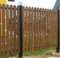 Забор из дерева и металла
