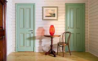 Чем покрасить дверь из дерева